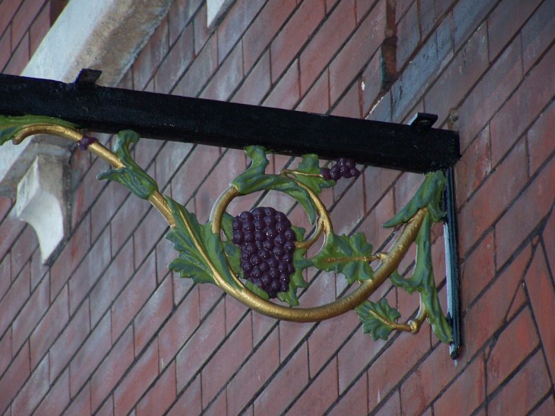 grapes-bracket-Paint